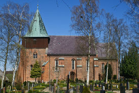Außenansicht der St.-Johannis-Kirche in Krummesse, von der Seite - Copyright: Manfred Maronde